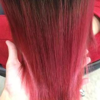 レッド ミディアム グラデーションカラー 艶髪 ヘアスタイルや髪型の写真・画像 ヘアスタイルや髪型の写真・画像