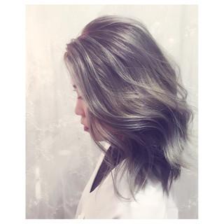 セミロング ハイライト アッシュ 外国人風 ヘアスタイルや髪型の写真・画像