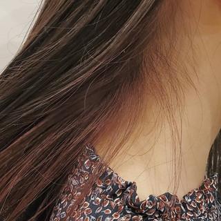 グレージュ ナチュラル可愛い インナーカラー ベリーピンク ヘアスタイルや髪型の写真・画像