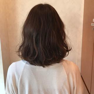 ガーリー デート アッシュ パーマ ヘアスタイルや髪型の写真・画像