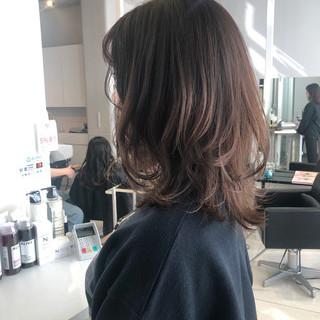 ミディアム ベージュ ウルフカット ブラウンベージュ ヘアスタイルや髪型の写真・画像