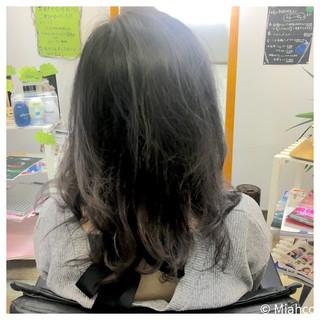 グレー モード 暗髪 ロング ヘアスタイルや髪型の写真・画像
