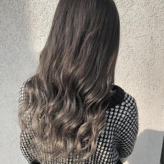 ストリート ホワイトグラデーション グラデーションカラー ミルクティーグレージュ ヘアスタイルや髪型の写真・画像