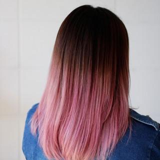 セミロング ピンク ストリート グラデーションカラー ヘアスタイルや髪型の写真・画像