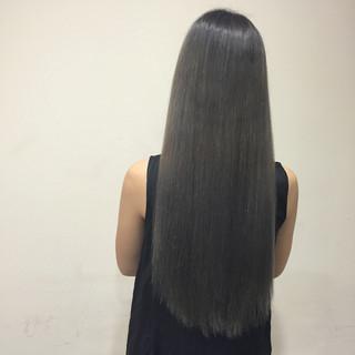 グラデーションカラー ロング グレージュ 艶髪 ヘアスタイルや髪型の写真・画像