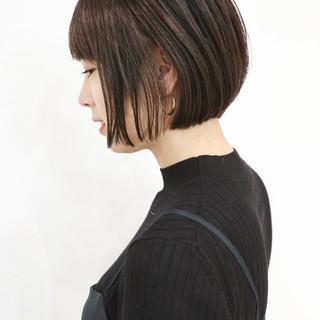 グレーアッシュ アッシュ ショートヘア ショート ヘアスタイルや髪型の写真・画像