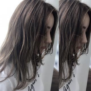 グレージュ ナチュラル ハイライト アッシュベージュ ヘアスタイルや髪型の写真・画像