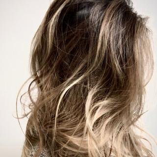 グラデーションカラー 大人ヘアスタイル バレイヤージュ ハイライト ヘアスタイルや髪型の写真・画像