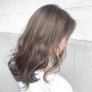 ハイライト ガーリー ウェーブ ミディアム ヘアスタイルや髪型の写真・画像