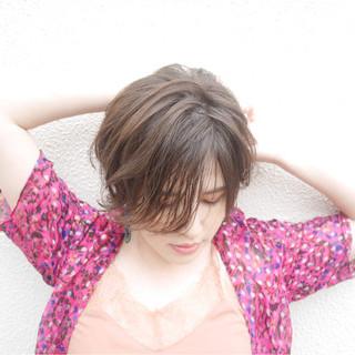 ショート ショートボブ ゆるふわ アッシュ ヘアスタイルや髪型の写真・画像