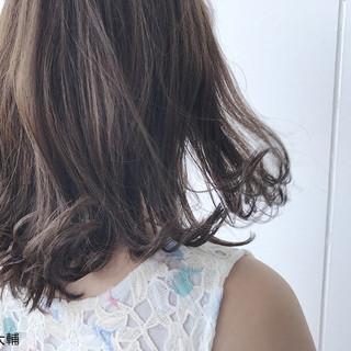 ウェットヘア ミディアム 大人女子 外ハネ ヘアスタイルや髪型の写真・画像