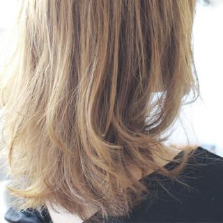 グレージュ ロング ストリート ハイトーン ヘアスタイルや髪型の写真・画像