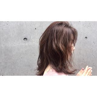 透明感 ミディアム ナチュラル ニュアンス ヘアスタイルや髪型の写真・画像 ヘアスタイルや髪型の写真・画像