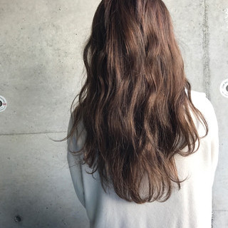 外国人風 アッシュベージュ ナチュラル ベージュ ヘアスタイルや髪型の写真・画像