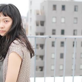外国人風 ナチュラル レイヤーカット 黒髪 ヘアスタイルや髪型の写真・画像