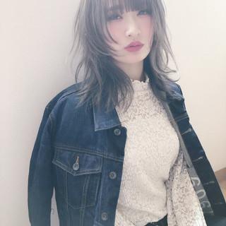 外国人風カラー ヌーディベージュ ウルフカット ミディアム ヘアスタイルや髪型の写真・画像