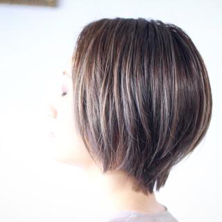 ハイライト ショートボブ 極細ハイライト ボブ ヘアスタイルや髪型の写真・画像