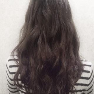 外国人風 グレージュ 暗髪 大人かわいい ヘアスタイルや髪型の写真・画像