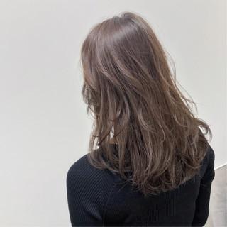 デート 大人カジュアル ベージュ セミロング ヘアスタイルや髪型の写真・画像