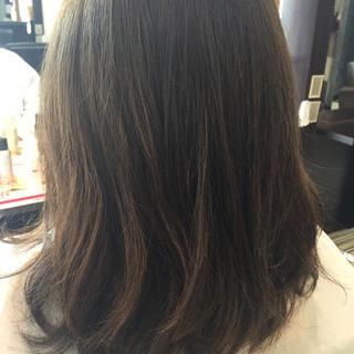 ミディアム コンサバ アッシュグレー グレージュ ヘアスタイルや髪型の写真・画像
