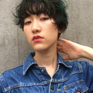 ダブルカラー マッシュ ストリート 黒髪 ヘアスタイルや髪型の写真・画像