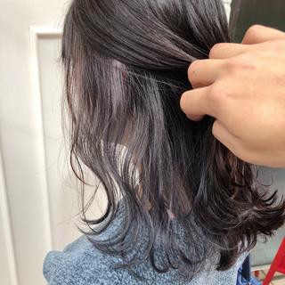 ホワイト インナーカラー セミロング ブリーチ ヘアスタイルや髪型の写真・画像