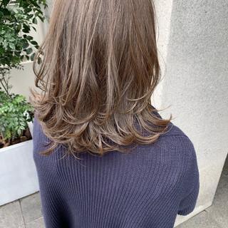 切りっぱなしボブ 透明感 アンニュイほつれヘア グレージュ ヘアスタイルや髪型の写真・画像