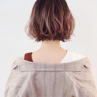 グラデーションカラー ミニボブ グレージュ 切りっぱなしボブ ヘアスタイルや髪型の写真・画像