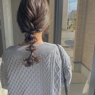 ミルクティーベージュ グレーアッシュ 簡単ヘアアレンジ セミロング ヘアスタイルや髪型の写真・画像