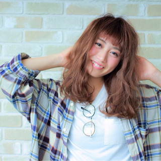 ゆるふわ 暗髪 外国人風 フェミニン ヘアスタイルや髪型の写真・画像 ヘアスタイルや髪型の写真・画像