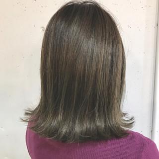 グレージュ ニュアンス ミルクティー ミディアム ヘアスタイルや髪型の写真・画像