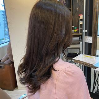 アッシュグレージュ 夏 ナチュラル 大人かわいい ヘアスタイルや髪型の写真・画像