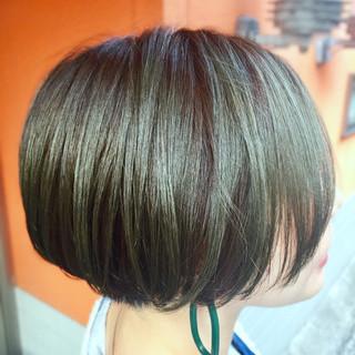 グリーン ショートボブ カーキ 緑 ヘアスタイルや髪型の写真・画像