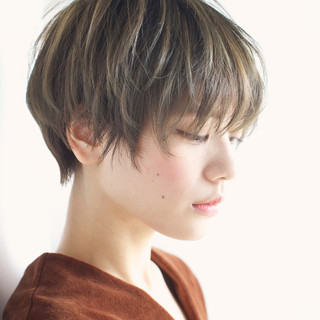 外国人風 ハイライト 大人かわいい アッシュ ヘアスタイルや髪型の写真・画像 ヘアスタイルや髪型の写真・画像