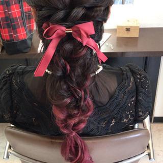 ロング 編み込み フェミニン ヘアアレンジ ヘアスタイルや髪型の写真・画像