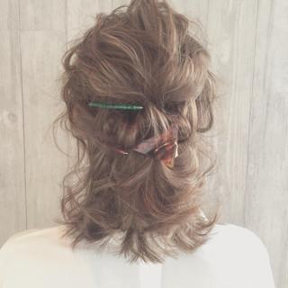 ゆるふわ ミルクティー ハーフアップ 波ウェーブ ヘアスタイルや髪型の写真・画像 ヘアスタイルや髪型の写真・画像
