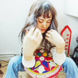 ロング ゆるふわ シースルーバング ナチュラル ヘアスタイルや髪型の写真・画像