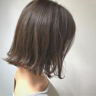 ウェーブ デート グレージュ ナチュラル ヘアスタイルや髪型の写真・画像