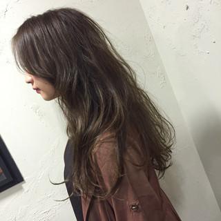 アッシュグレージュ ストリート ロング アッシュ ヘアスタイルや髪型の写真・画像