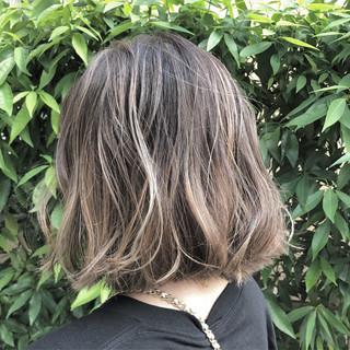 ナチュラル バレイヤージュ グラデーションカラー グレージュ ヘアスタイルや髪型の写真・画像