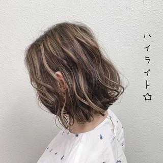 ブリーチ ボブ ミルクティー エレガント ヘアスタイルや髪型の写真・画像