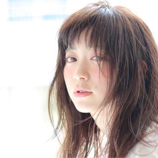 ウェットヘア 艶髪 ルーズ ショートバング ヘアスタイルや髪型の写真・画像