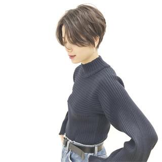 デート パーマ ショート オフィス ヘアスタイルや髪型の写真・画像 ヘアスタイルや髪型の写真・画像