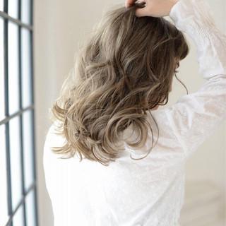 アンニュイ 外国人風カラー グレージュ 前髪あり ヘアスタイルや髪型の写真・画像