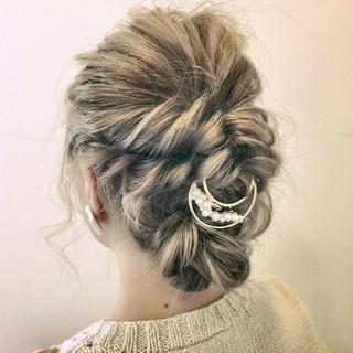 セミロング 三つ編み 編み込み ロープ編み ヘアスタイルや髪型の写真・画像