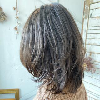 アッシュグレージュ イルミナカラー ウルフカット 透明感カラー ヘアスタイルや髪型の写真・画像