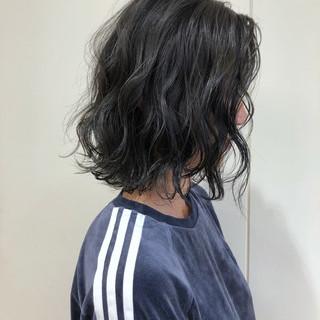 ボブ 透明感 グレージュ ブリーチ ヘアスタイルや髪型の写真・画像