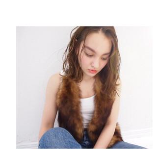 外国人風 ミディアム くせ毛風 ニュアンス ヘアスタイルや髪型の写真・画像