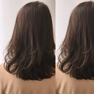 外国人風 ナチュラル グレージュ アッシュグレージュ ヘアスタイルや髪型の写真・画像