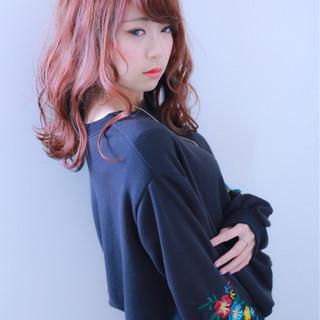 ブルー ロング ピンク ウェットヘア ヘアスタイルや髪型の写真・画像